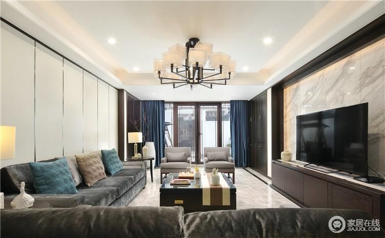 客厅的空间装饰多采用简洁硬朗的直线条,这样的装饰在一定的程度上面,简化了中国古典中式的繁琐,迎合了现代人对于追求简单明了的生活态度。