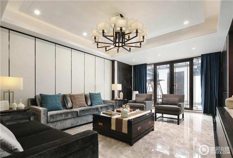 客厅背景墙乳白色板材以直线的设计让空间具有几何效果,灰色法兰绒沙发黑灰色单人沙发带着现代轻奢,与黑檀木新中式茶几搭配出不一样的东方美学,中式家具追求内敛、质朴,与现代家具的实用组成空间的大气。