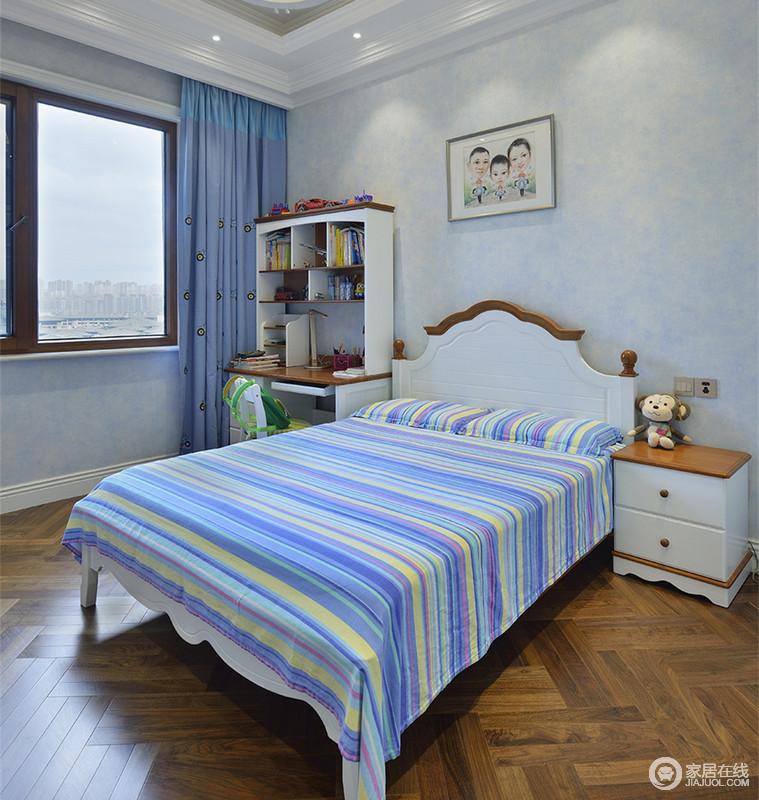 简洁的儿童房带来孩子干脆利落的成长环境,纯净的蓝色里,床品上的彩虹色,渲染出活泼情调。书桌、架一体式,既方便使用,又节省空间,床头上的画作点睛突显幸福之家。