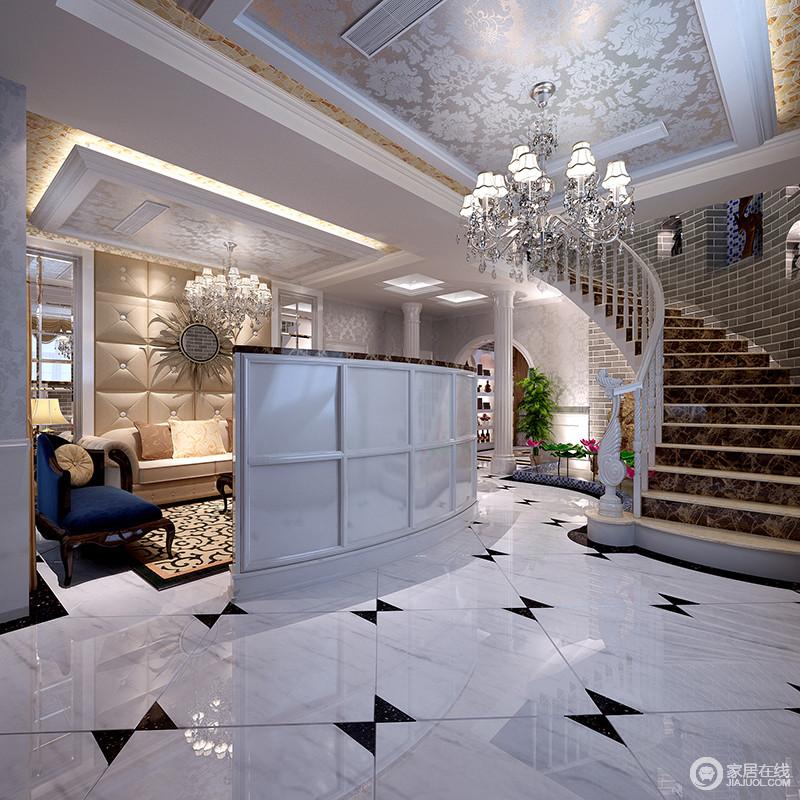 将原楼梯结构L形改造为弧形楼梯搭配实木扶手,整体效果非常柔美大气,因为楼梯的造型多了动感;白色地砖因为黑色三角小砖的镶嵌多了拼花的效果,弧形电视墙简单分隔了空间,让客厅区更独立。