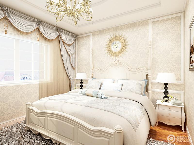 主灯采用传统欧式吊灯使得房间更得静谧,床头柜上方的壁灯能够替代传统的墙面阅读灯。白色的柜体与墙面相得益彰。顶面的造型呈现一种几何美感,蓝色的挂画彰显艺术气息,为空间增加一丝趣味, 浅色条纹与蓝色床品透露出丝丝柔软,比较安逸,创造一个温馨,舒适的休息环境。