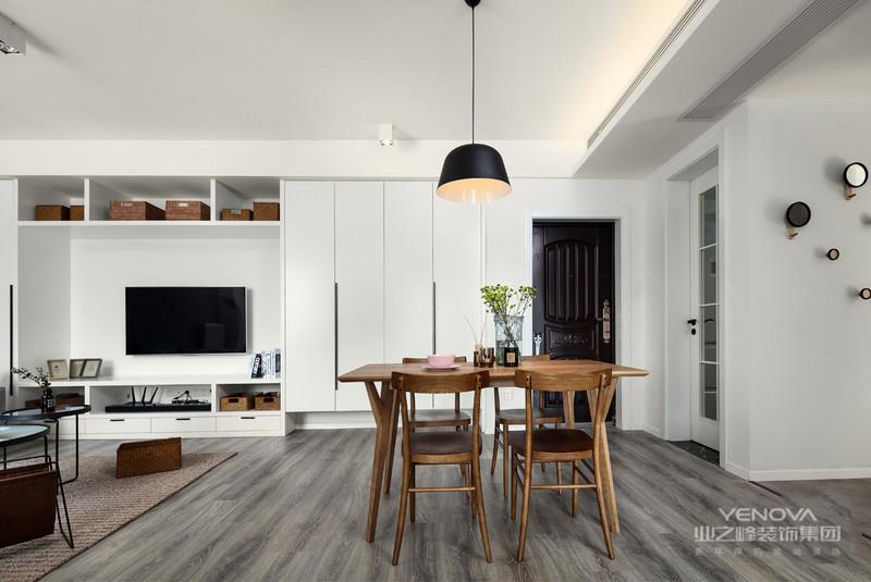 现代风格设计说明之空间布局对于现代中式风格的布局上来说,也沿用的传统的中式风格的布局理念。需要保持最大限度的利用好整体空间的采光、通风,其次的空间布局应该以房屋主人的生活习惯和个性需求来进行设计。
