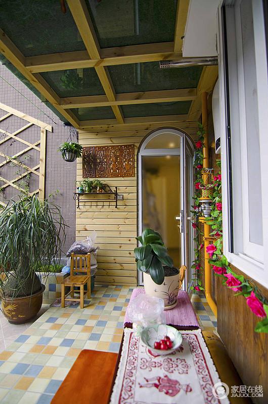 混搭是现在家居装修中一种新型的装修理念,比如如有的人喜欢简约风格,与此同时,他又非常喜欢地中海风格,他就可以在家居的设计