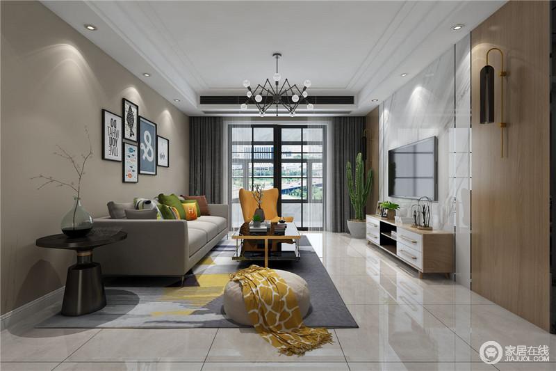 客厅的白色石膏吊顶因为射灯让整个空间的光线变得更为柔和,格栅门将阳台与之分开,与驼色背景墙传递出简单之美;白色砖上墙的设计增加了天然感,与电视柜组成温实,而灰色沙发因为绿色靠垫和黄色扶手椅调和出活力,配饰的搭配更是体现出了自在。