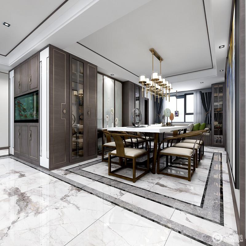 地面狂放派山水瓷砖是整个空间的一个亮点,抽象之外,也因为矩形设计更有动律;定制得实木收纳柜与墙体形成一体,并因为金线点缀,凸显新中式的轻华奢范儿;水晶灯中和了空间挑高,并因为中式圈椅奠定了空间的稳重和底蕴,让整个空间极具文化气韵。