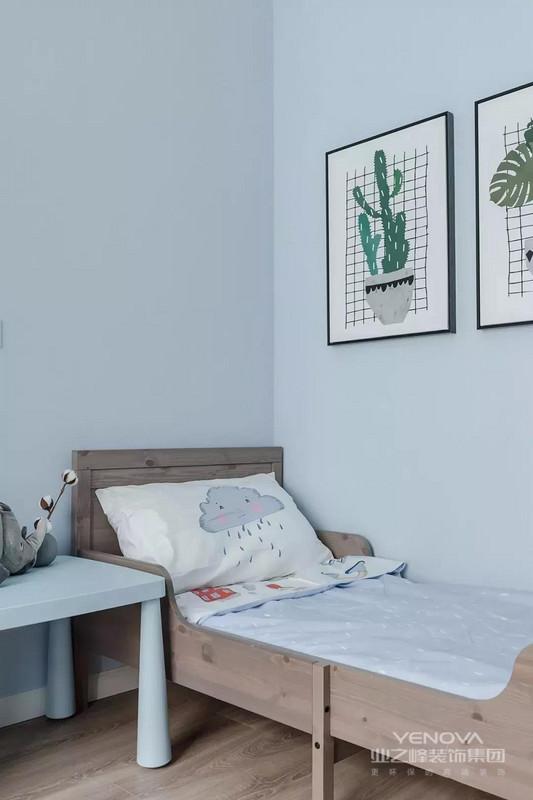 今天给大家看一套治愈系自然清新宅,房子建筑面积110平,装修花费了30万(不含家具家电)。设计师以蓝为主题,搭配白色家具,打造出简洁清爽的居家环境。