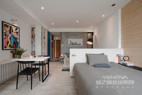 通体开放式的格局让人再无限定,在空间可尽情享受个人的美好时光;虽然墙面则成为界定空间的象征,但是灰色调的运用增加了空间的优雅。