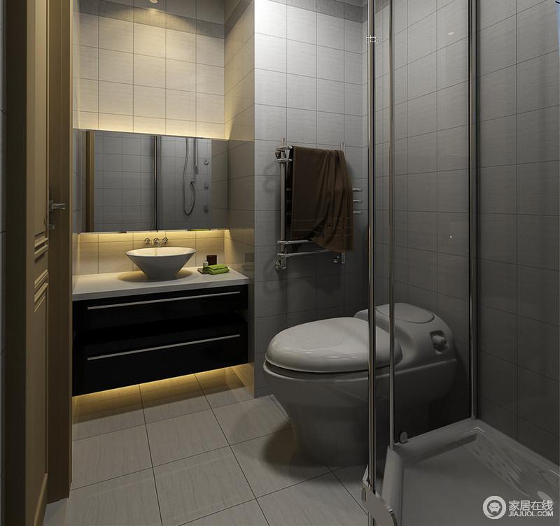 卫生间墙、地面采用不同大小但规整的灰白方格砖,铺陈出沉稳雅致,也减弱紧凑带来的压抑感;设计师巧妙利用各个角落,定制的盥洗台与浴室镜,内置灯带营造,诠释出时尚;弧形玻璃淋浴间,有效分离干湿,保证空间清爽整洁。