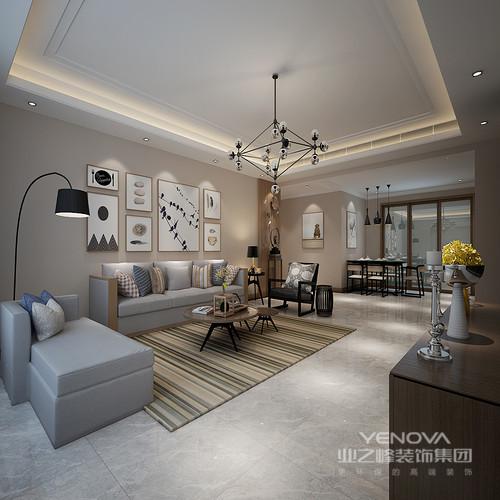 """现在家庭的简约不只是说装修,还反映在家居配饰上的简约,比如不大的屋子,就没有必要为了显得""""阔绰""""而购置体积较大的物品,相反应该就生活所必需的东西才买,而且以不占面积、折叠、多功能等为主"""