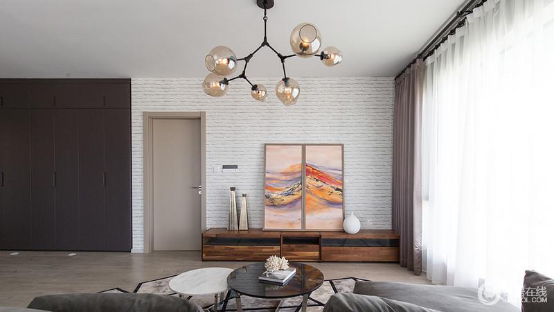 客厅背景的设计以白色砖体,简约时尚