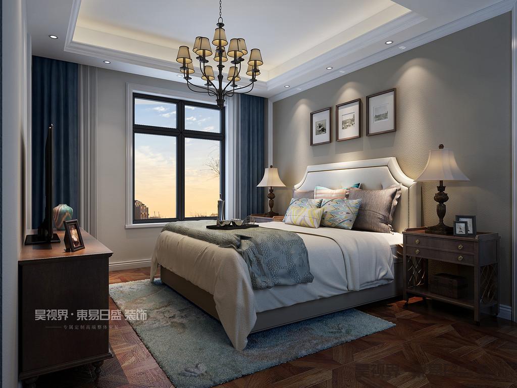 主卧选用大面的绿色作为床背景,配上深色的实木家具,和前面客厅色系一样,床品上用灰色纹理抱枕搭配深色条纹被单,让整个房间看上去复古时尚。
