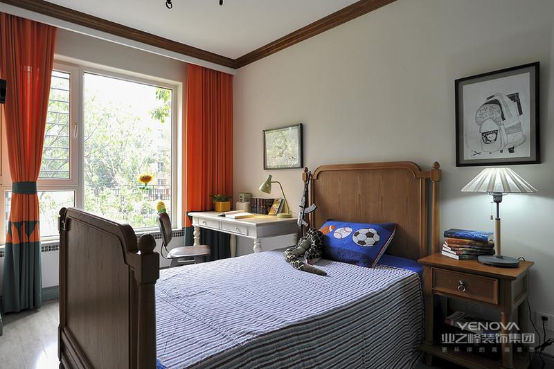 既然要把家打造成花园式的效果,整体便以绿色为主。从墙面到软装,还有家具都没放过。
