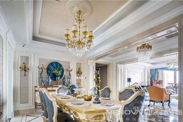 法式风格,指的是法兰西国家的建筑和家具风格。主要包括法式巴洛克风格、洛可可风格、新古典风格、帝政风格等,是欧洲家具和建筑文化的顶峰。  按国内市场上的说法,目前在市场上比较流行的别墅建筑风格大致有:中国传统的园林式风格(中式别墅)、北美风情风格(美式别墅)、欧陆传统的贵族风格(欧式别墅)、日式风格(日式别墅)、法式风情风格(法式别墅)。