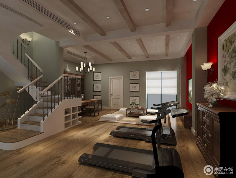 地下室的吊顶加了木梁结构,与木地板呼应出乡村朴质和几何效果;楼梯处也增加了收纳,提升空间的实用性;除了健身器材之外,也专门设计了两个截然不同的休息区,供你阅读和休息,体验不同的放松方式;墙面的豆绿色与红色构成强烈的对比,让空间跳跃出色彩活力。