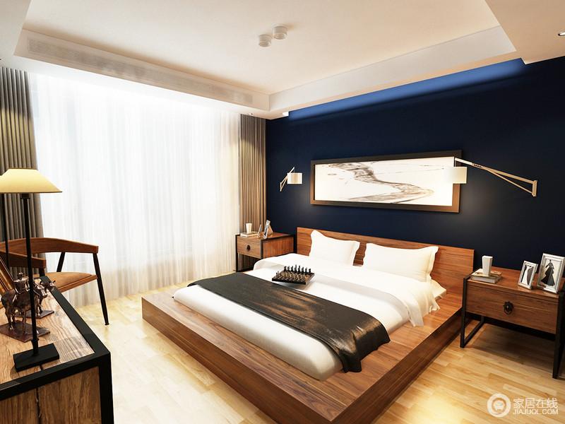 卧室结构简单,从舒适和实用出发,让你在简单之中享受温馨;黑色背景墙因为抽象的挂画多了黑白艺术,简约地实用床头柜与实木家具传承着木作艺术,以别致塑造暖意。