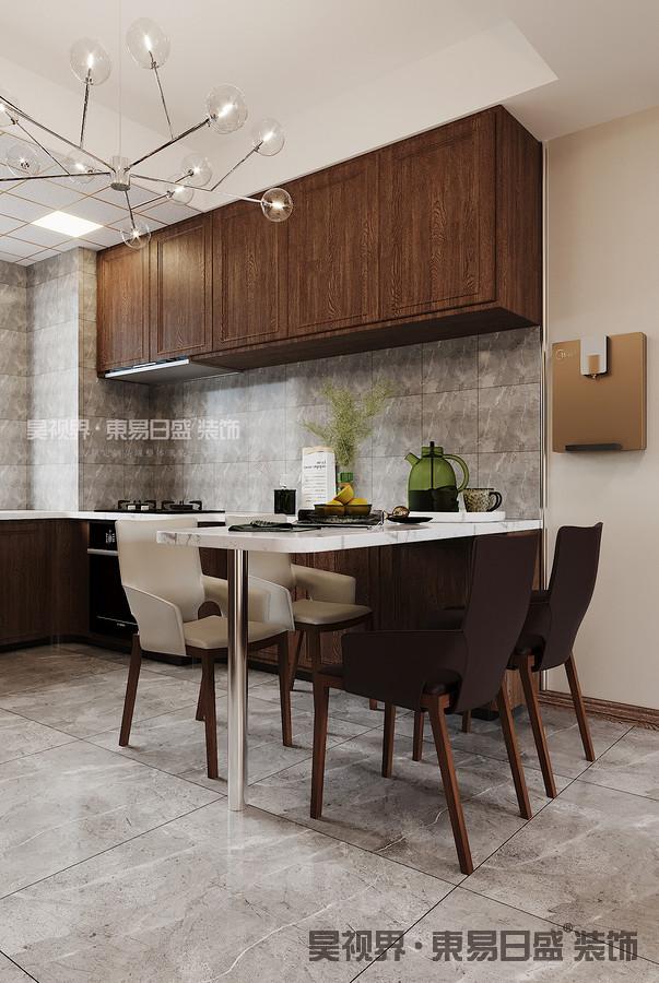同时增加了厨房的台面面积,餐桌部分使用了橱柜延伸过来的吧台,简单的放上四把椅子,即可满足日常需求。