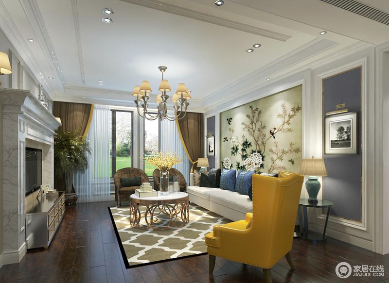 白色墙板装饰整个客厅立体感,电视墙上壁炉造型镶嵌电视,金属银色电视柜呼应金色镂空大理石茶几,时髦的黄色沙发配搭;极具视觉的网格地毯与沙发墙上花卉图案缤纷营造,灰蓝墙面平和雅致,空间色彩和材质的组合,热烈多姿。
