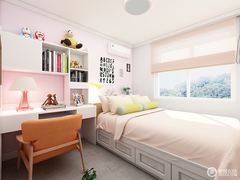 这是一个女孩公主房,粉色的墙面搭配白色的家具,少女心十足,榻榻米的设计不仅仅利用了房间的所有角落,还极大的增加了房间的收纳功能。