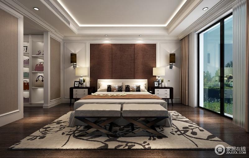 卧室以驼色和咖色为基调,搭配白色的护墙板,房间线条感十足;落地窗与衣帽间相对,增加了内部的采光效果。