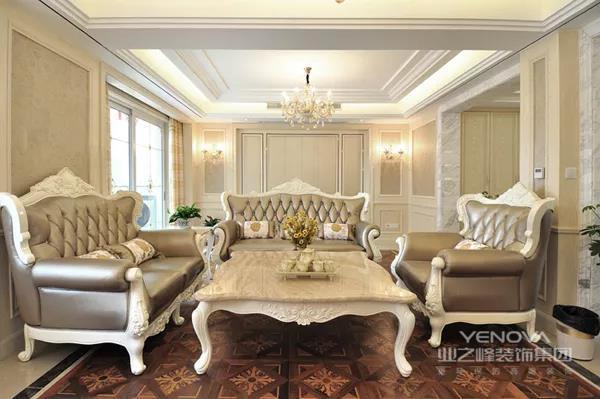 简欧风格更多的表现为实用性和多元化。简欧家具包括床、电视柜、书柜、衣柜、橱柜等等都与众不同,营造出日常居家不同的感觉。欧式风格泛指欧洲特有的风格