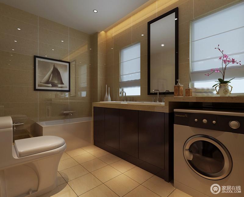 卫生间相对简约现代,家电设备合理的与盥洗台储物柜相融合,显得规整有序;紧凑的空间并未做干湿分离,暖黄色的背景减弱空间上的潮湿感,带来暖馨整洁感。