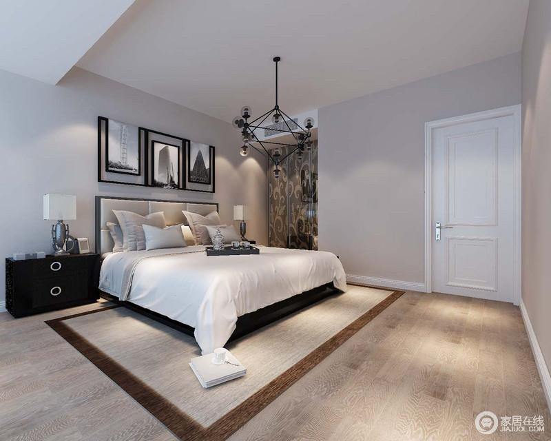 乳灰色的立面与木地板在色泽上构成轻柔,让人能够享受这份沉静;黑色简约床头柜与质感上乘地台灯对称陈列,裹挟着摄影作品,让整个卧室大气、朴实而别有特色。