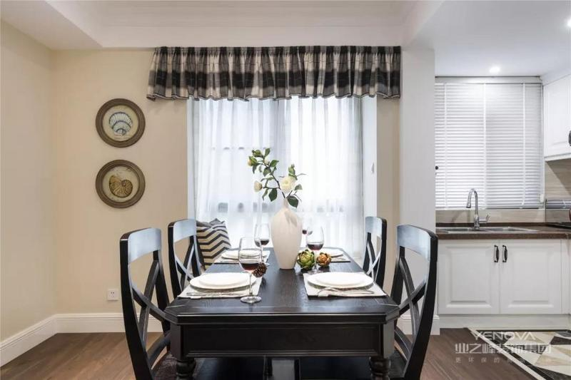 这是一套93m2的两居室,运用经典美式的设计手法,营造一个温馨浪漫的居家环境。