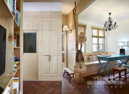本案采用纯原木打造,在大自然取材打造的家具在无形中总能透出一种自然的风味。让这本就简约的家变得更加的富有自由感,在这通透的空间内让我们感受到了大自然为我们带来了清新空气,让富有特色的饰物来显示出原木家的优势。