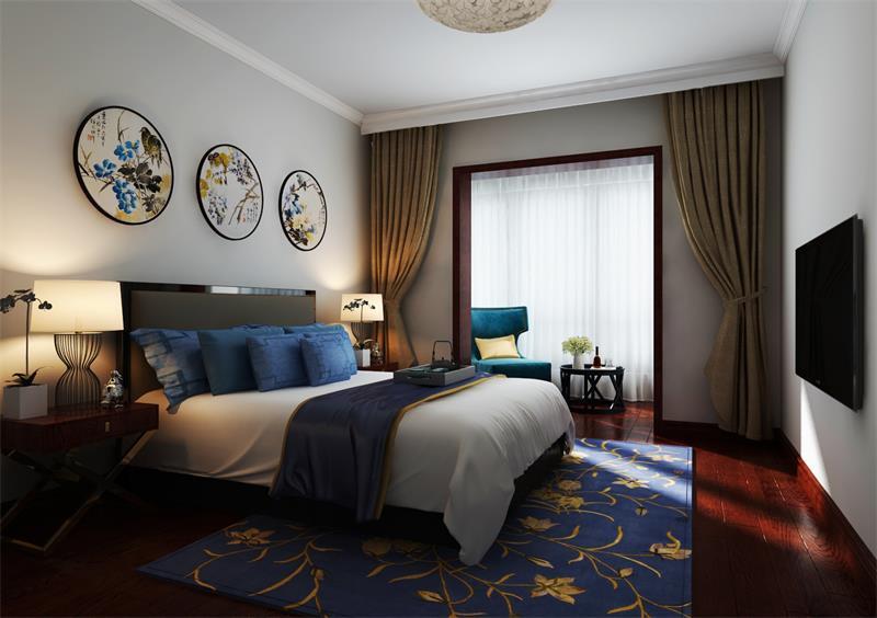 卧室线性简单,浅灰色漆粉刷墙面带来素静和宁静,梅花和菊花的圆形艺术品点缀出艳丽和生机;新中式实木床头柜因为现代铁艺吊灯多了新视觉,蓝白床品格外优雅,蓝底黄花地毯衬托出复古的尊贵;驼色窗帘缓解了墙体的硬朗,与阳台处的白色纱幔构成温和感,而蓝色扶手椅与实木圆几,带你进入一个隽意的时光。