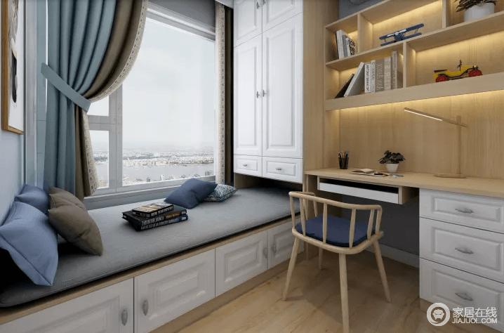 书房以定制设计为主,通过白色书柜和实木书架的形式,实现收纳功能;榻榻米上灰色床垫与之构成素雅,简约的木椅圆润之余,带来设计感,同时颇显舒适。