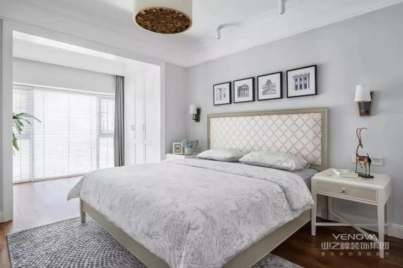 这是一套美式风格的装修案例,在蓝白色调的优雅气质中融入轻奢质感,加以清新惬意的氛围营造,整体舒适安宁而不失格调。希望这套装修案例能给准备装修的大家带来一些灵感。