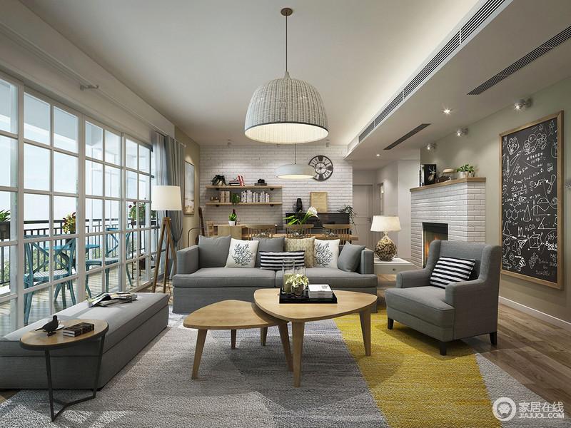 客厅整体以白色为主,灰色布艺沙发在地毯的辉映中,素雅简单;简洁明亮的空间,利用北欧实木小茶几、灯具点缀出与众不同;而阳台蓝色户外家具带着优雅,给予主人一个悠闲好时光。