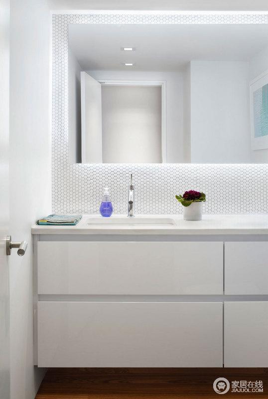 简约舒适的卫浴间。