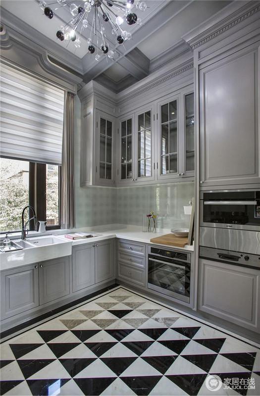 厨房的设计主要为了兼具实用性,视野比较好,做饭也是生活一大部分