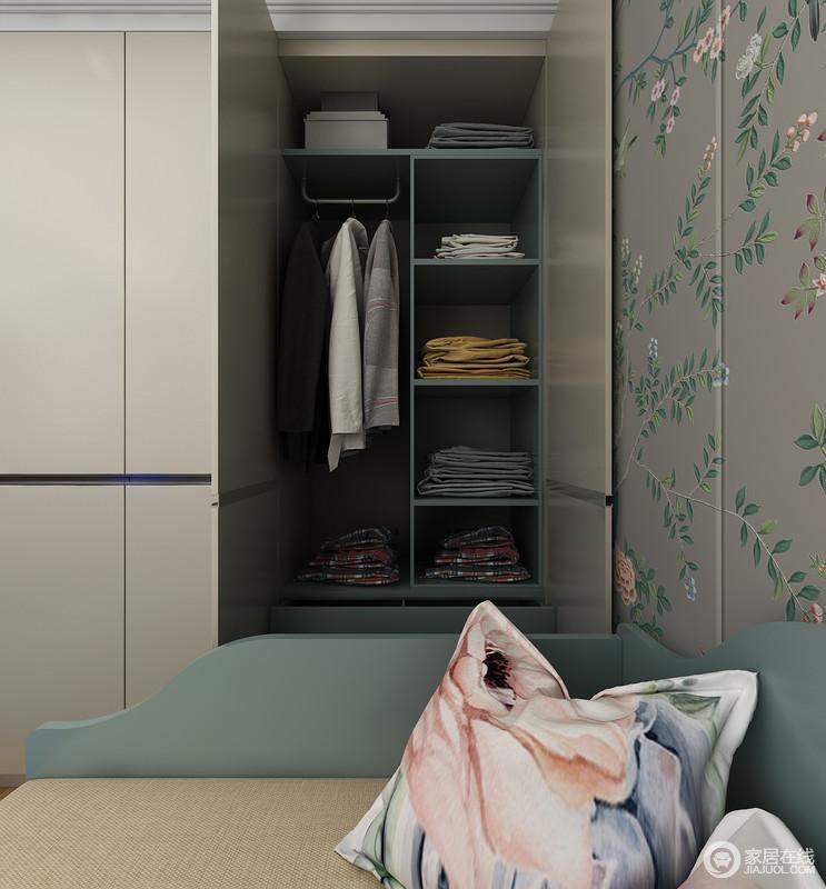 床下可以打开的收纳抽屉,方便独居老人,舒适睡眠的床榻,可以灵活移动的床边柜, 极致收纳的斗柜加定制衣柜,在这里为独居老人提供惬意生活。