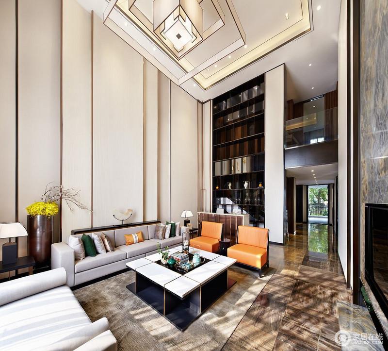 室内空间保留了原有会客厅中空,不仅恢弘大气,亦通过隔断将两层空间巧妙连接。