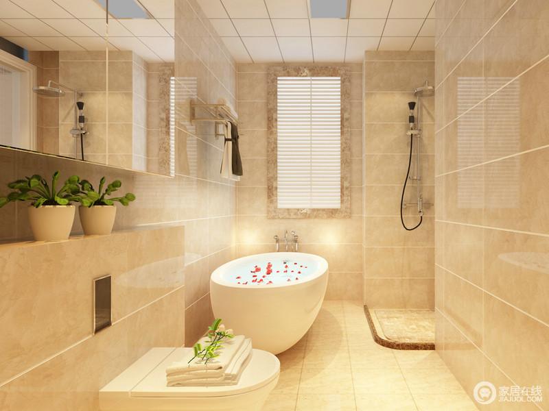 卫浴空间面积狭小,为了避免压抑,并未做干湿分区,但是将沐浴与如厕分开,无形中将空间划分开来,保持整体上的清爽整洁;浴室镜下方夹层搁台上,摆放的绿植,清新自然。